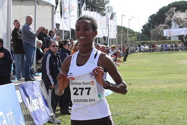 Hiwot Ayalew wins at the 2014 Algarve Almond Blossom Cross Country / European Champion Clubs Cup Cross Country (Marcelino Almeida)