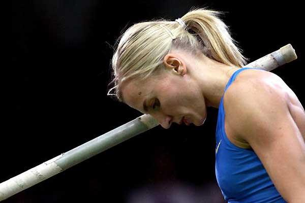 Poland's Anna Rogowska prepares to vault in Karlsruhe (Getty Images/ Bongarts)
