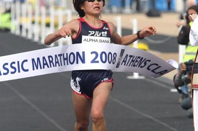 Mai Tagami wins the 2008 Alpha Bank Athens Classic Marathon title (Victah Sailer)