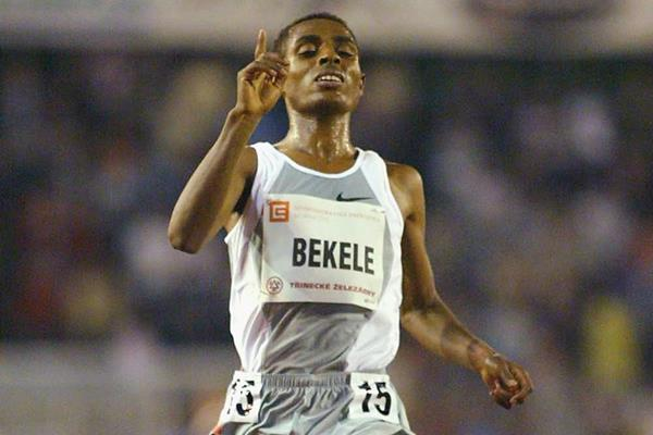 Bekele crosses the finish in a 10,000m World record in Ostrava (Getty Images)