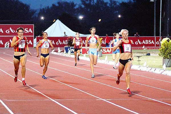 Heide Seyerling winning the women's 400m - 2005 South African Champs (Mark Ouma)