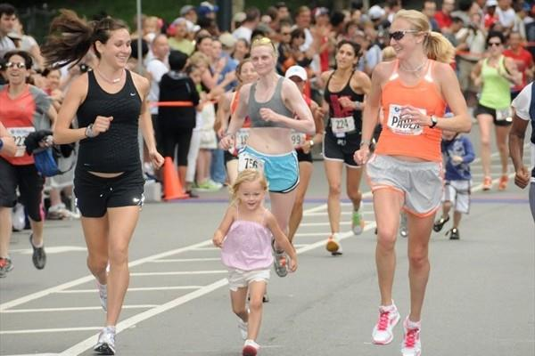Kara Goucher (l) and Paula Radcliffe flank Radcliffe's daughter Isla at the New York Mini 10K (New York Road Runners)