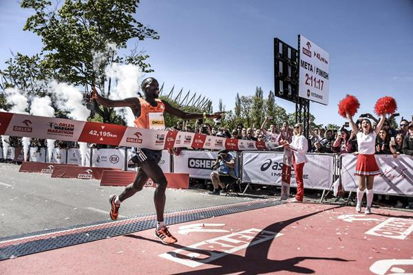 Ezekiel Omullo wins the Warsaw Marathon (Organisers)