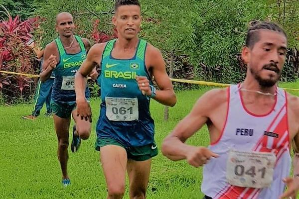 José Luis Rojas leads the 10km race at the South American Cross Country Championships in Guayaquil (Organisers)
