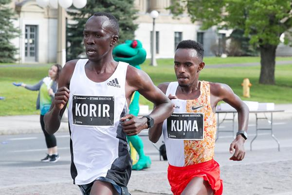 Albert Korir en route to the Ottawa Marathon title (Victah Sailer/organisers)