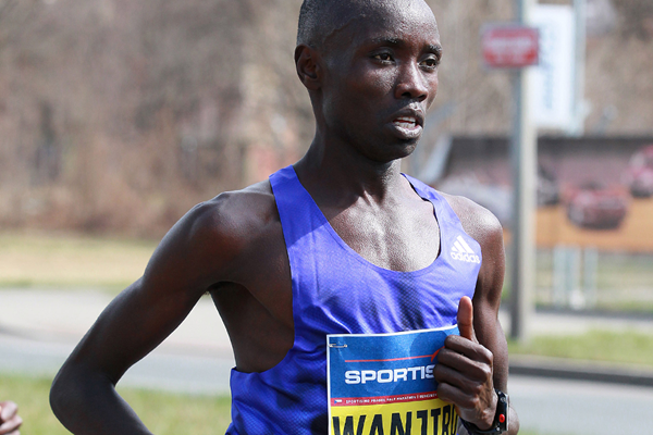Daniel Wanjiru on his way to winning the 2015 Prague Half Marathon (Victah Sailer / organisers)