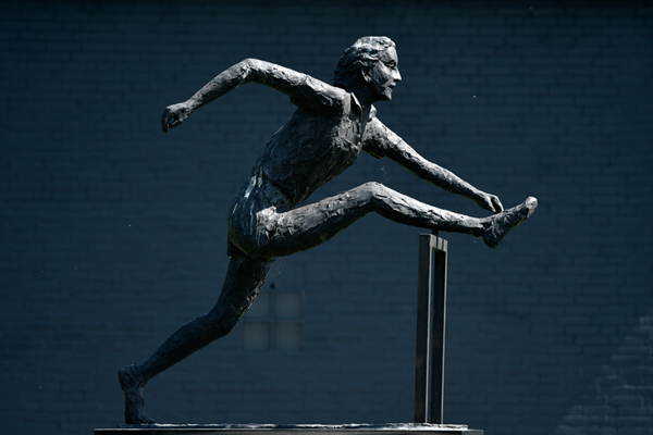 A statue of Fanny Blankers Koen outside the Fanny Blankers-Koen Stadion in Hengelo (IAAF)