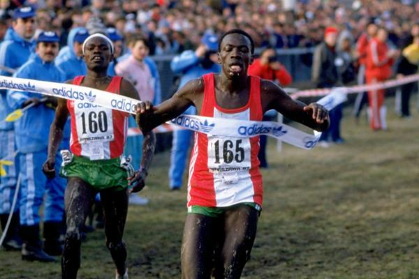 John Ngugi triumphs at the 1987 World Cross Country Championships (Getty Images)