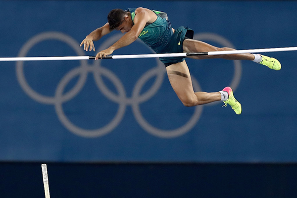 Thiago Braz clears the bar in the Rio Olympics (Getty Images)
