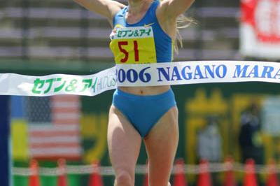 Albina Ivanova (RUS) defends her title at the Nagano Marathon (Kazutaka Eguchi/Agence SHOT)