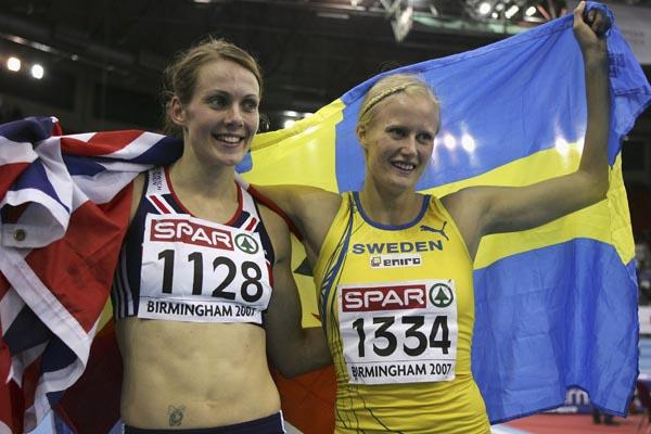 Carolina Kluft (r) and Kelly Sotherton celebrate their Pentathlon 1-2 in Birmingham (Getty Images)