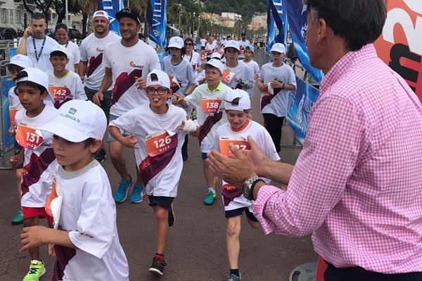 IAAF President Sebastian Coe congratulating young runners in the IAAF Run 24:1 event in Nice (IAAF)