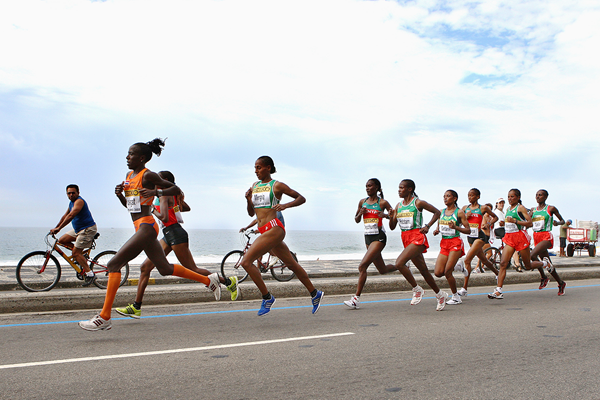 Lornah Kiplagat leads the field at the IAAF World Half Marathon Championships in Rio (Getty Images)