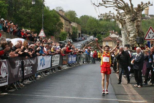 Asier Cuevas takes the 2013 IAU European 100km title in Belves (Jan Vandendriessche)