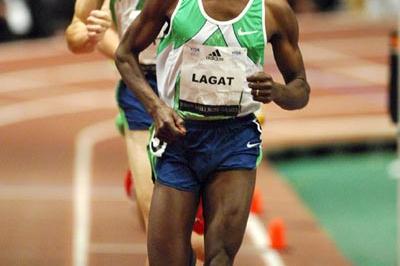 Bernard Lagat en route to his fifth Wanamaker Mile victory (Kirby Lee)