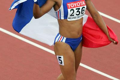 Christine Arron of France celebrates winning bronze in the 200m final (Getty Images)