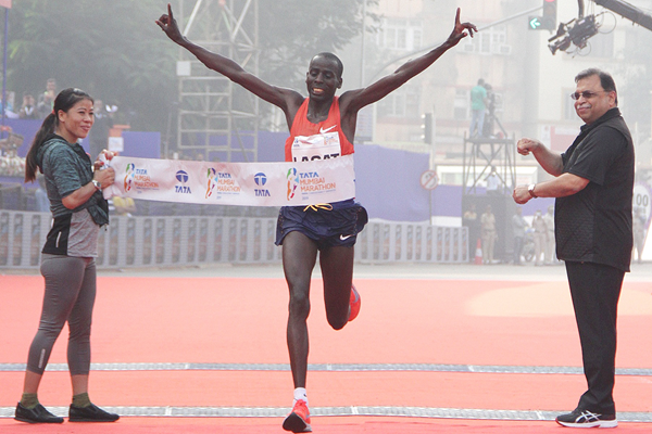 Cosmas Lagat wins the Mumbai Marathon (Procam International)