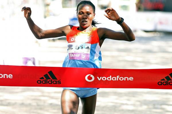 Priscah Jeptoo winning the Lisbon Rock N Roll Half Marathon (Andrew McClanahan/Photo Run)