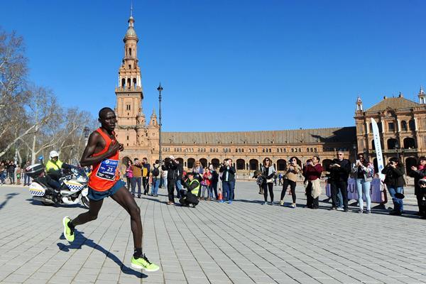 Lawrence Cherono in the 2015 Zurich Maraton de Sevilla (Juan Jose Ubeda / Zurich Maraton de Sevilla)