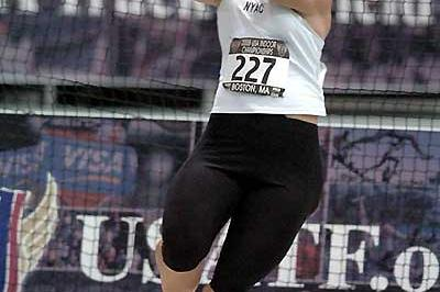 Erin Gilreath wins the 2005 USA Indoor Championships Weight Throw title (Kirby Lee)