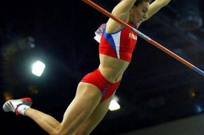 Yelena Isinbayeva (RUS) sets a new Pole Vault World record (Getty Images)