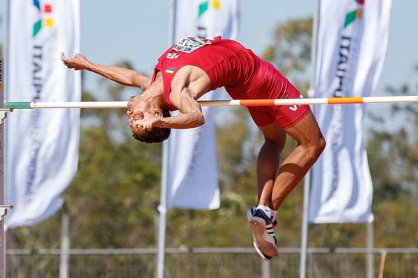 Eure Yanez wins the high jump at the South American Championships (Oscar Munoz Badilla)