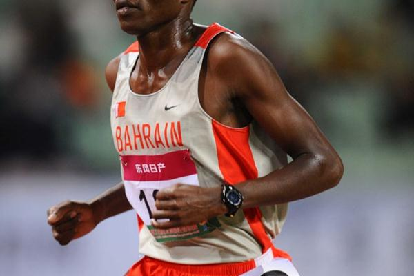 Hasan Mahboob en route to the Asian 10,000m title (Jiro Mochizuki)