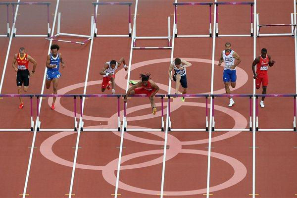 Jason Richardson of the United States leads Orlando Ortega of Cuba and Lawrence Clarke of Great Britain in the Men's 110m Hurdles Semifinals on Day 12 of the London 2012 Games on 8 August 2012 (Getty Images  )