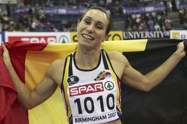 A familiar pose for European sprint queen Kim Gevaert - Birmingham 2007 (Getty Images)