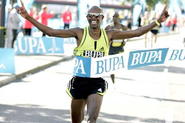 Mo Farah (GBR) wins 3km Road Race in Newcastle (Mark Shearman)