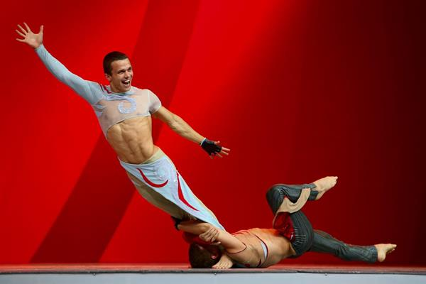 Acrobats Kirill and Danila Kalutsky at the IAAF Congress Opening Dinner (Getty Images)
