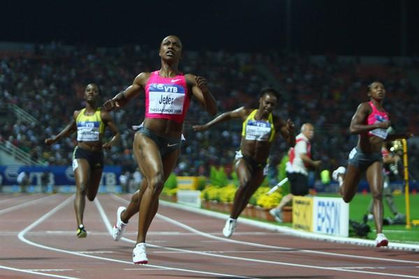 Carmelita Jeter strides clear in the women's 100m to clock 10.64 at the 2009 World Athletics Final (Getty Images)