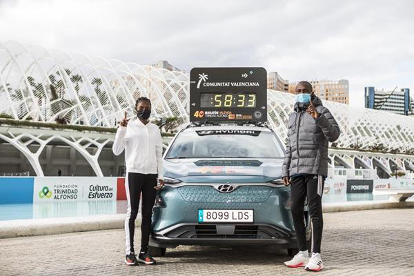 Senbere Teferi and Rhonex Kipruto ahead of the Valencia Half Marathon (Organisers)