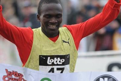 Stephen Kiprotich of Uganda wins the 2009 Roeselare XC (Nadia Verhoft)
