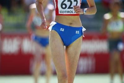 Elena Lashmanova of Russia wins the 5000m Race Walk final (Getty Images)