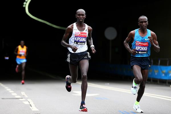 Wilson Kipsang and Eliud Kipchoge duel at the 2015 London Marathon (Getty Images)