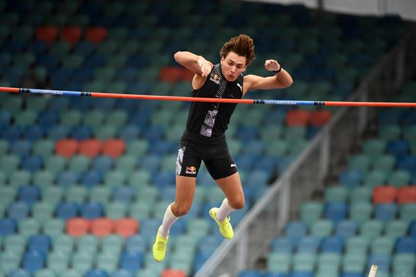 Armand Duplantis tops 5.94m in Gothenburg (Hasse Sjögren)