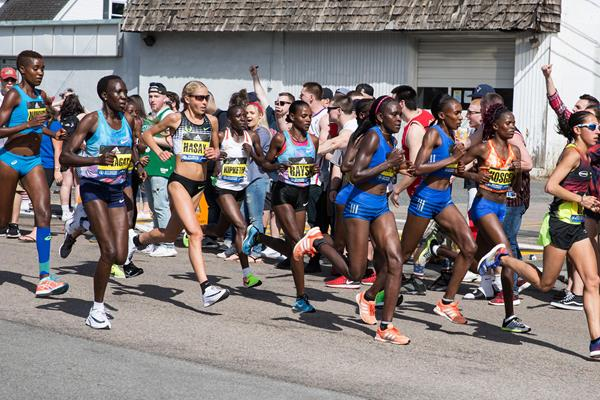 The women's lead pack in Boston at the six-mile mark (Getty Images)