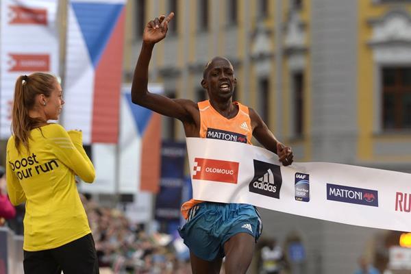 Geoffrey Ronoh winning the 2014 Olomouc Half Marathon title (Organisers)