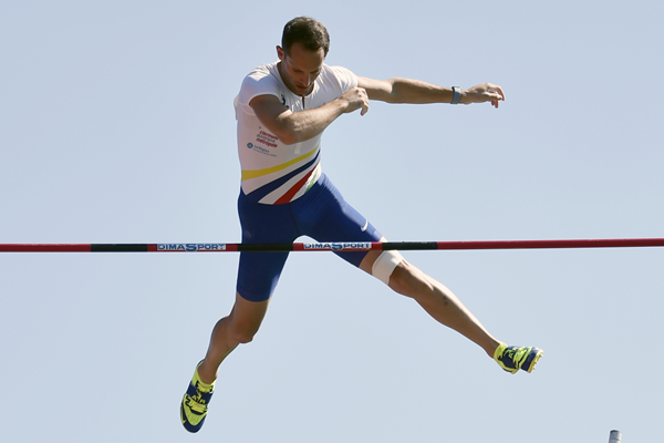 Renaud Lavillenie in the pole vault at the French Championships (AFP / Getty Images)