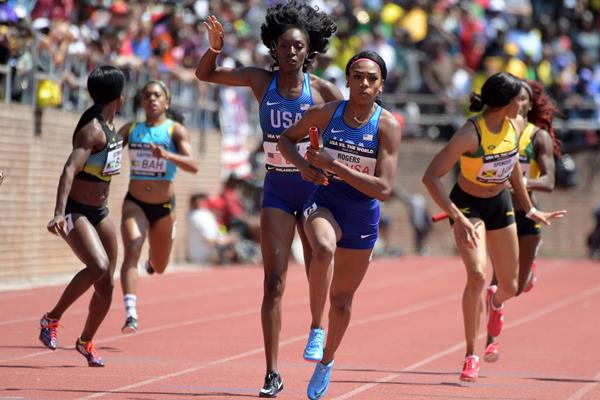 Kimberlyn Duncan hands off to Raevyn Rogers in the sprint medley relay at the 2018 Penn Relays (Kirby Lee)