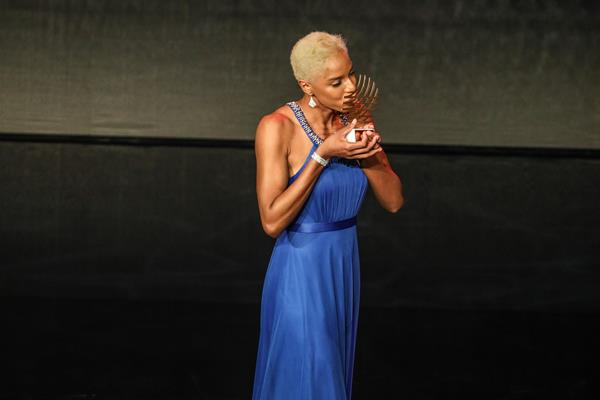 Yulimar Rojas and her IAAF Rising Star award (Philippe Fitte)