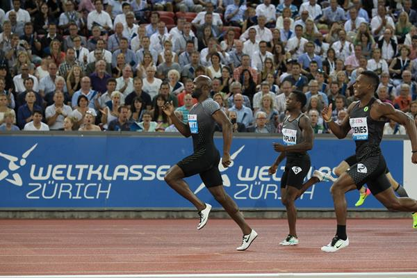 LaShawn Merritt leads the 400m at the IAAF Diamond League meeting in Zurich (Jean-Pierre Durand)