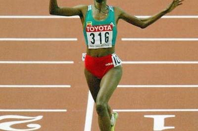 Berhane Adere (ETH) celebrates winning the 10,000m final (Getty Images)