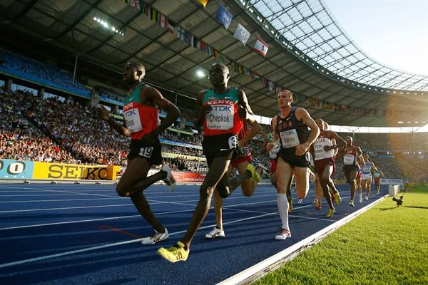 (L-R) Kenya's Joseph Ebuya and Vincent Kiprop Chepkok and the USA's Matthew Tegenkamp during the men's 5000m heats at the 12th IAAF World Championships in Athletics (Getty Images)