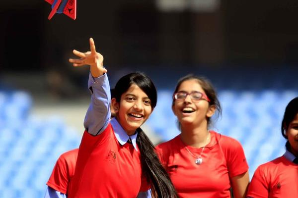 Throwing the javelin at the IAAF / Nestlé Kids' Athletics workshop in New Delhi (AFI)