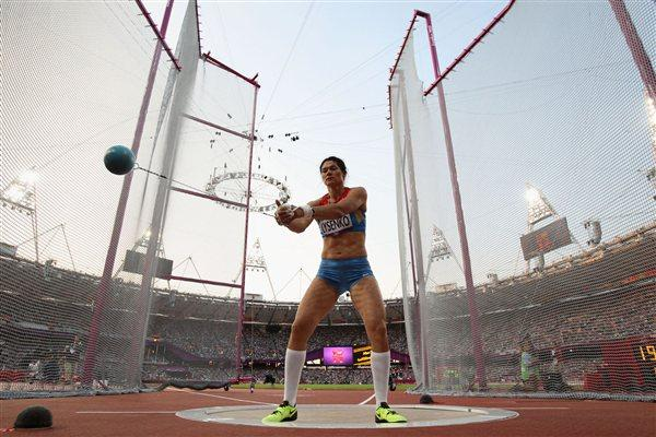 Tatyana Lysenko of Russia competes during the Women's Hammer Throw Final on Day 14 of the London 2012 Olympic Games at Olympic Stadium on August 10, 2012 (Getty Images)