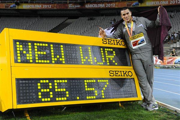 Ashraf Amgad Elseify of Qatar poses after setting the new Hammer Throw World Junior Record on the day five of the 14th IAAF World Junior Championships in Barcelona on 14 July 2012 (Getty Images)