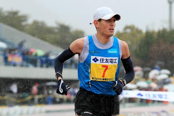 Danele Meucci in the 2015 Lake Biwa Marathon (organisers / Victah Sailer)