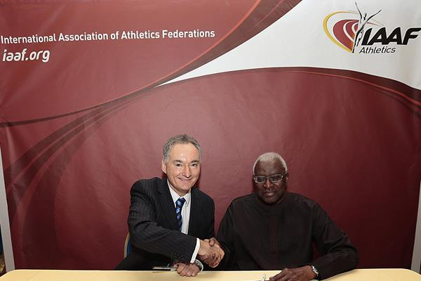 Official hand shake and signing of the documentation that confirms Cardiff as the host of the 2016 IAAF World Half Marathon Championships (IAAF)